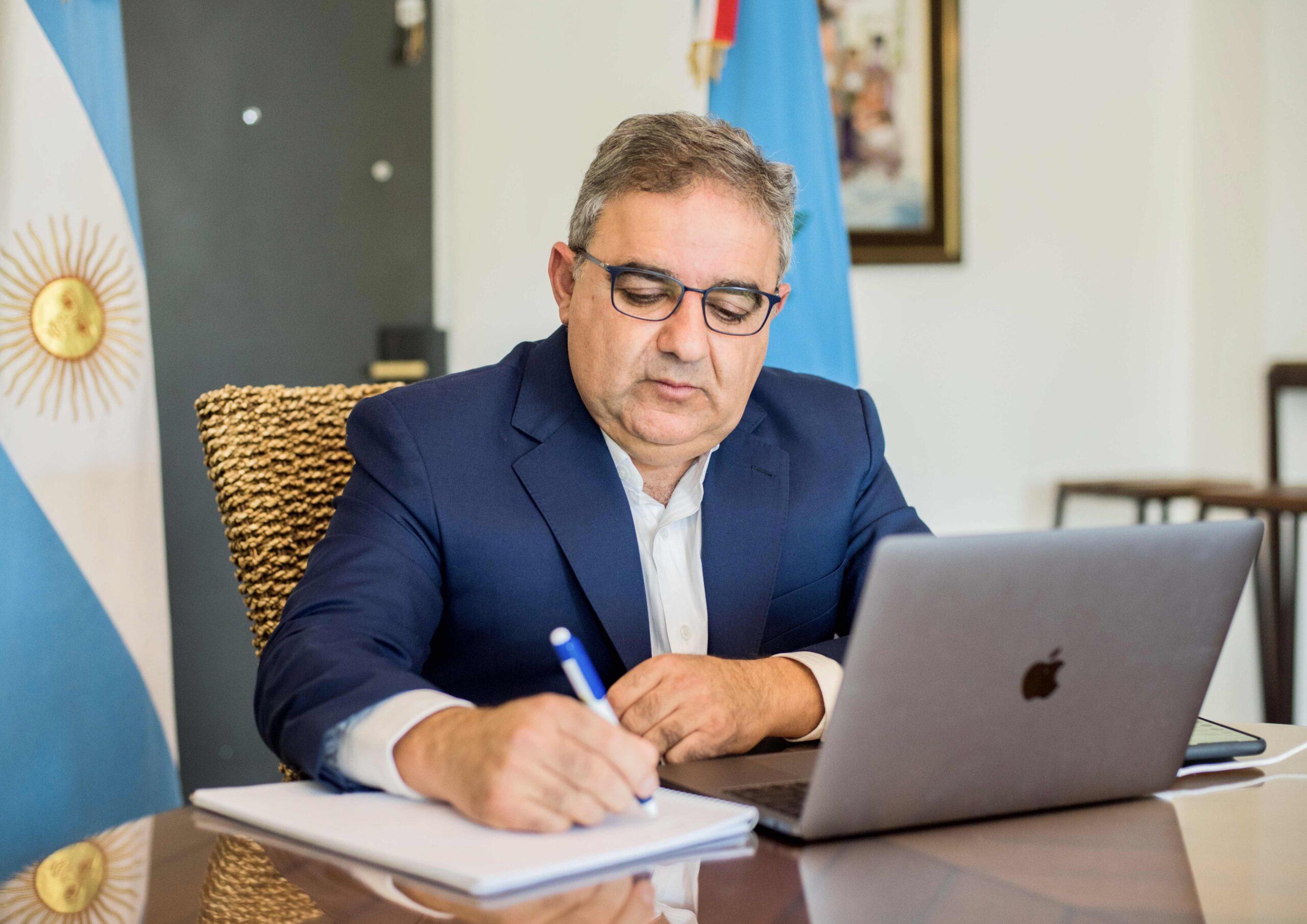 """Jalil anunció """"restricciones"""" para personas que no se vacunen voluntariamente en Catamarca"""